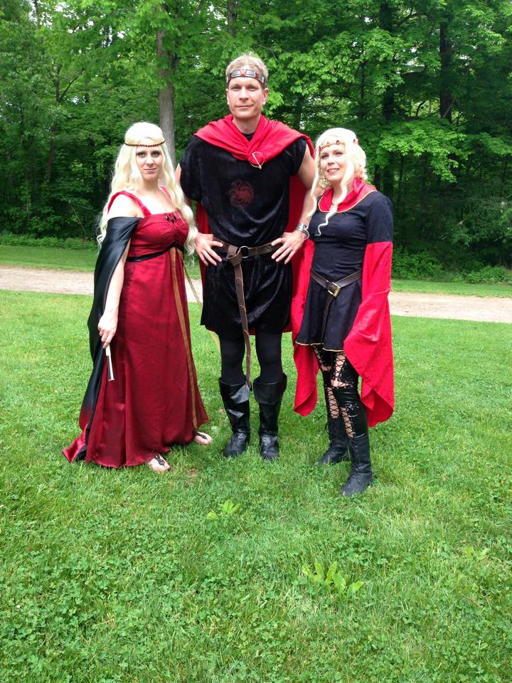 Aegon the Conqueror, Visenya, and Rhaenys cosplay